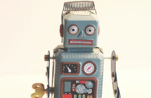 Wind up toy robot