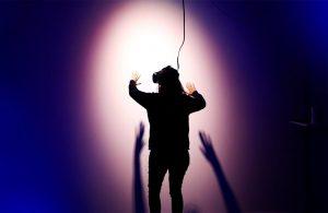 Lady using virtual reality